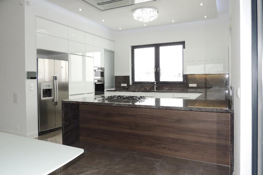 Kuchynská linka + kuchynský pult v altánku – Veľká Lomnica