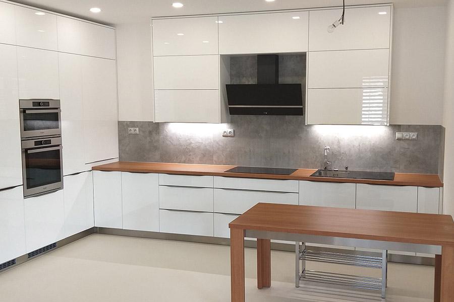 Kuchynský nábytok + jedálenský stôl – Batizovce